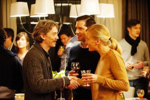 Über ihre Traumata zu reden, ist für Emmanuel (Swann Arlaud, links),  Alexandre (Melvil Poupaud) und dessen Frau Marie (Aurélia Petit) eine Befreiung.