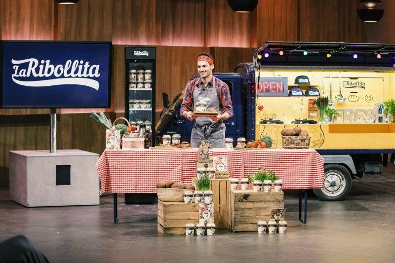 """<b>Folge 4:</b> Fabian Zbinden aus Bern ist gelernter Koch. Er hat ein Instant-Eintopfgericht namens """"LaRibollita"""" entwickelt – ohne Konservierungs- oder Zusatzstoffe, glutenfrei und vegan."""