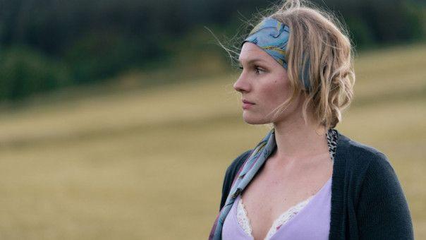 Lena (Rosalie Thomass) hadert mit sich und ihrem Leben.