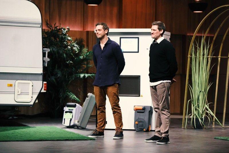 """<b>Folge 5:</b> Scheiße zu Gold machen, das ist das Konzept von Simon Freutel und Ralf Winkelmann. Sie haben einen Vollautomaten entwickelt, der die Reinigung von Camping-Toiletten-Kassetten übernimmt und ihm den Namen """"Camping Butler"""" gegeben."""