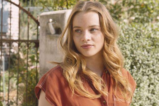 Jessica (Luna Wedler) weiß nicht so recht, was ihr geschieht: Ist ihr Leben nur ein Traum?