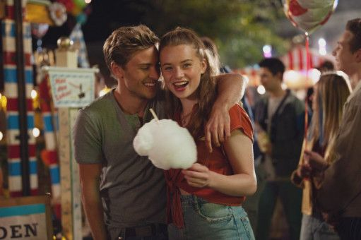 Jubel, Trubel, Zuckerwatte: Danny (Jannik Schümann)und Jessica (Luna Wedler) genießen die unbeschwerte Liebe. Noch.