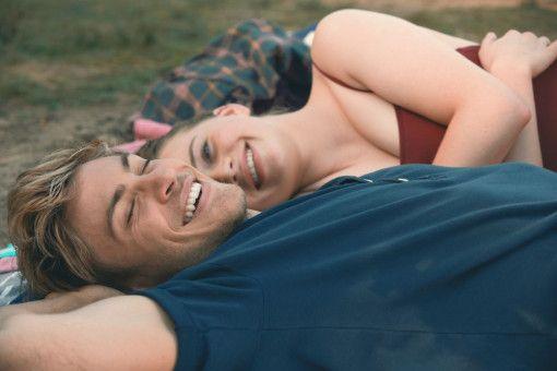 Hin und wieder haben Danny (Jannik Schümann) und Jessica (Luna Wedler) auch etwas zum Lachen.