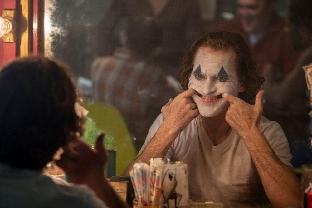Arthur Fleck (Joaquin Phoenix) verdient seinen Lebensunterhalt als Berufsclown. Als er seinen Job verliert, dreht er durch.