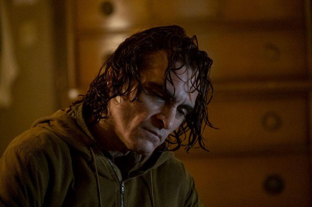 Nach einem Aufenthalt in der Psychiatrie ist Arthur Fleck (Joaquin Phoenix) ein gezeichneter Mann.