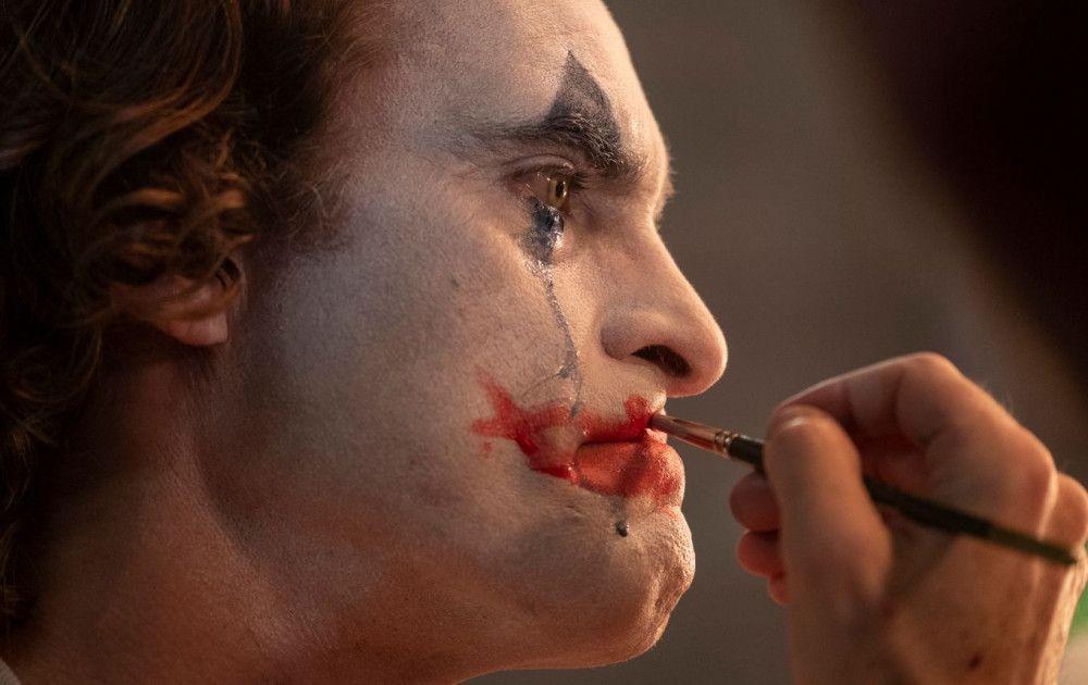 Langsam wird aus Berufsclown Arthur Fleck (Joaquin Phoenix) der böse Joker.