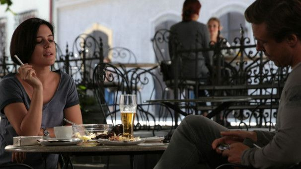 Nach vielen Jahren treffen sich Paula (Phoebe Fox) und ihr Lehrer Henry (Andrew Buchan) wieder.