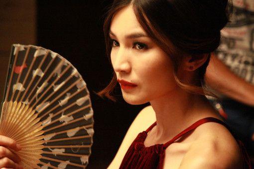 Henny (Gemma Chan) wäre gerne Witwe: Sie will ihren Mann umbringen.