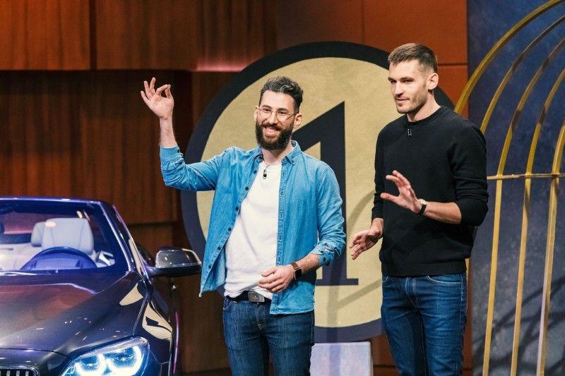"""<b>Folge 6:</b> Okan Gürsel und Sven Gunkel präsentieren ihre App """"FlipCar"""". Mit ihrer Hilfe können die User bei Autovermietungen Fahrten für nur einen Euro buchen, indem sie die Überführungen übernehmen, und diese mit ihrer Fahrt verbinden."""