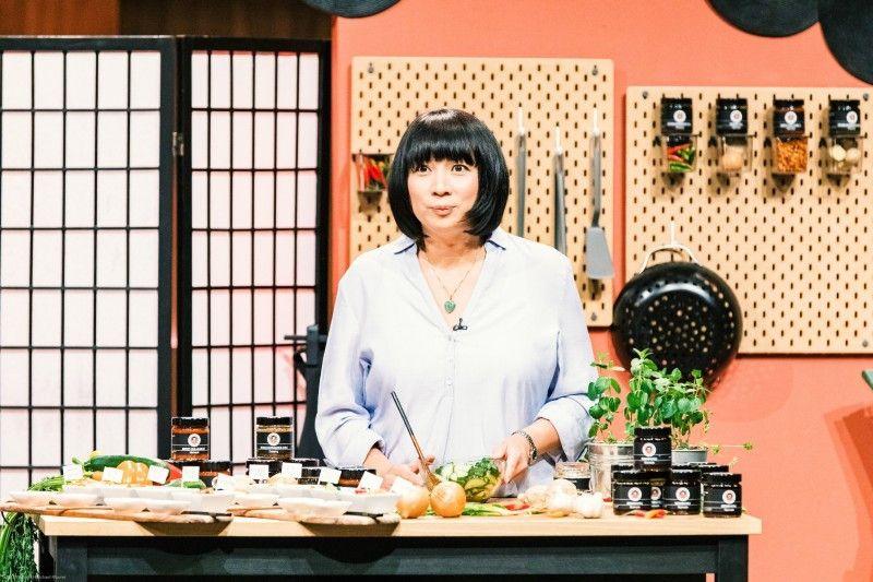 """<b>Folge 6:</b> Tu-Nhu Roho stellt asiatische Marinaden und Dressings her. """"Mama Wong"""" nennt sie ihre Firma."""