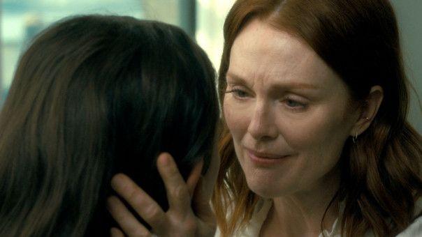 Theresa (Julianne Moore, rechts) liebt ihre Stieftochter Grace (Abby Quinn) ebenso wie ihre eigenen Kinder.