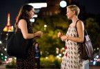 Isabel (Michelle Williams, rechts) trifft sich mit Grace (Abby Quinn), der Tochter ihres Ex-Freundes.