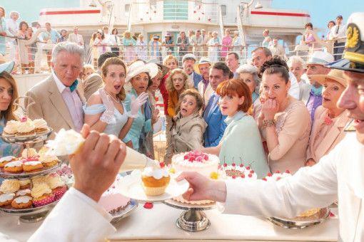 """Die Stimmung an Bord ist kalorienbombig: Auf der """"Maximiliane"""" gibt es alles mit Sahne."""