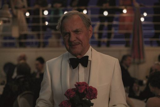 Gigolo Otto (Uwe Ochsenknecht) kümmert sich an Bord um die Damenwelt.