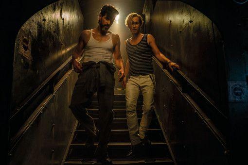 """An Bord der """"Maximiliane"""" finden Maskenbildner Fred (Michael Ostrowski, rechts) und Macho Costa (Pasquale Aleardi) zueinander."""