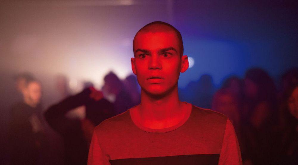 Simon Frühwirth liefert als von Angststörungen geplagter junger Mann eine denkwürdige Performance.