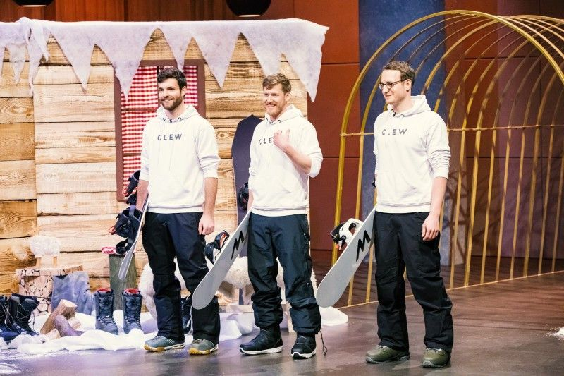 """<b>Folge 7:</b> Jakob Schneider, Johannes Weckerle und Matthias Albrecht wollen Snowboarder das Leben ein bisschen leichter machen. Ihr Produkt """"CLEW"""", ein System mit Step-in-Funktion, erleichtert laut den Gründern das An- und Abschnallen der Bindung."""