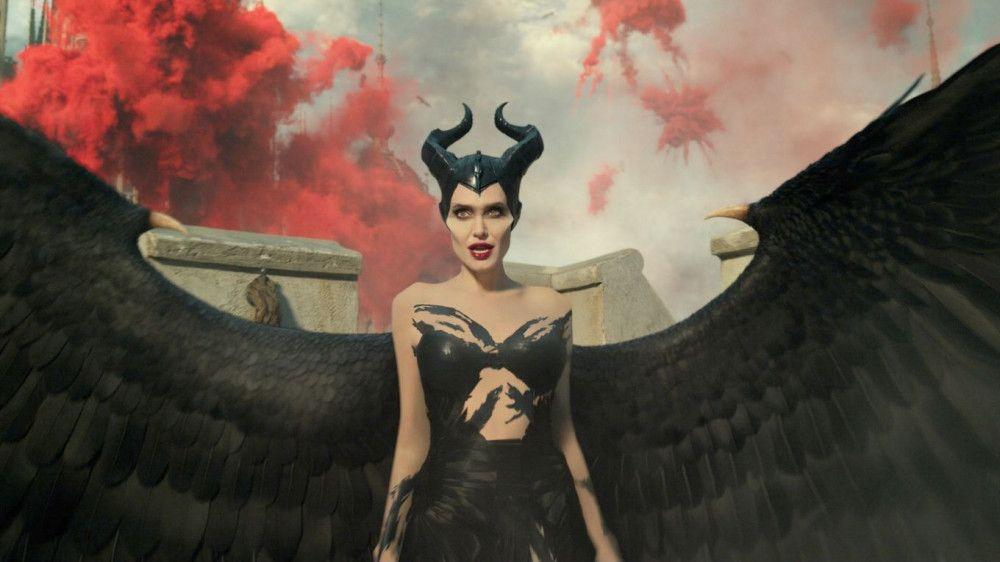 Maleficent (Angelina Jolie) schreitet zur Tat, um den Untergang der Feen zu verhindern.