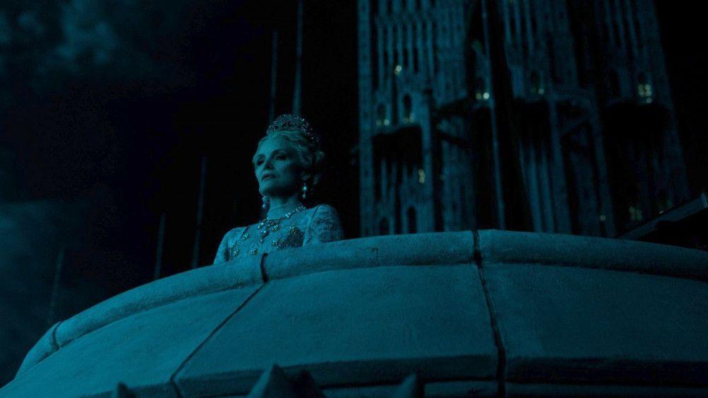 Königin Ingrith (Michelle Pfeiffer) schmiedet finstere Pläne.