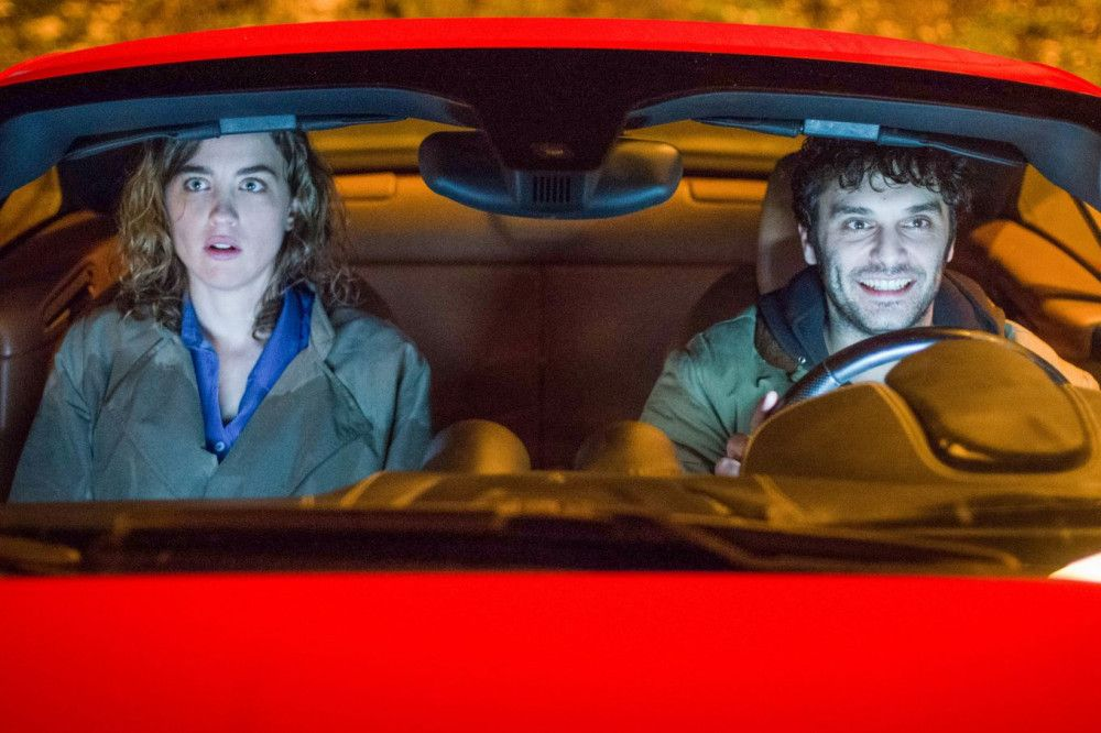 Polizistin Yvonne (Adèle Haenel) will verhindern, dass der unschuldig verurteilte und vorzeitig freigelassene Antoine (Pio Marmaï) doch noch kriminell wird - und findet sich mit ihm in einem gestohlenen Auto wieder.