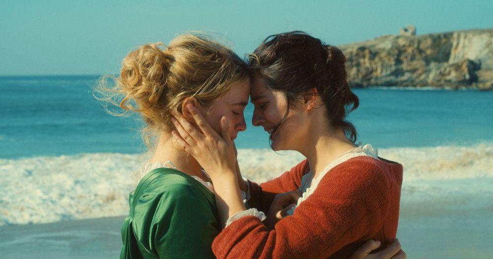 Héloïse (Adèle Haenel, links) und Marianne (Noémie Marchant) verlieben sich ineinander.