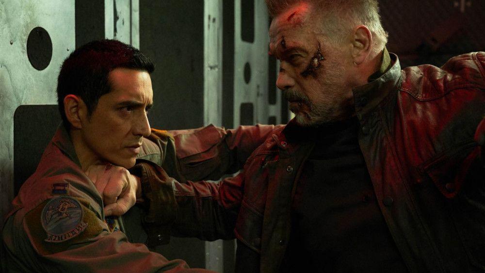 Der neue Terminator (Gabriel Luna, links) und das alte Modell (Arnold Schwarzenegger) treffen aufeinander.