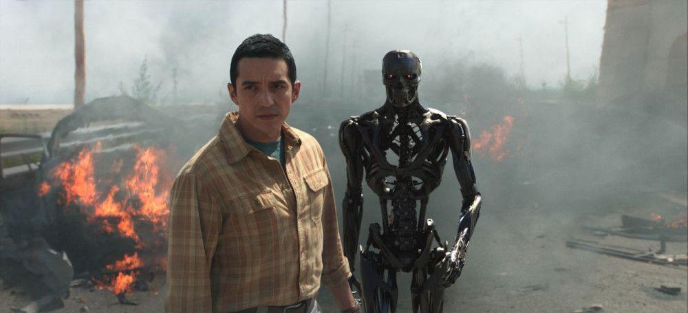 Doppelter Feind: Der neue Terminator (Gabriel Luna) kann sich zweiteilen.