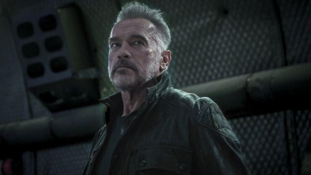 Zwei Jahrzehnte hat der Terminator (Arnold Schwarzenegger) darauf gewartet, dass ihn seine Vergangenheit einholt.
