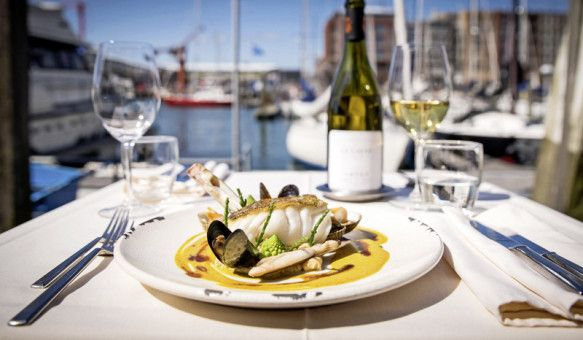 Entspannend: maritime Köstlichkeiten am Hafen von Scheveningen ...