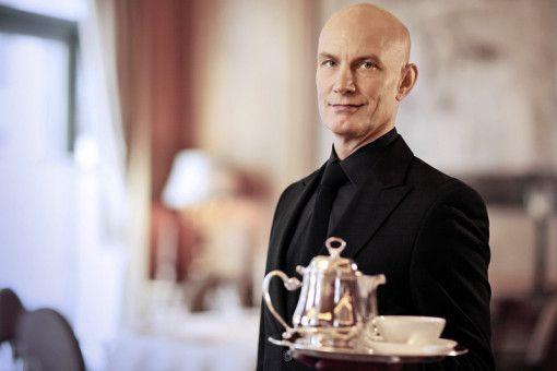 Stilvoll genießen: Tee-Experte Roland Pröh weiß, worauf es beim Teetrinken ankommt