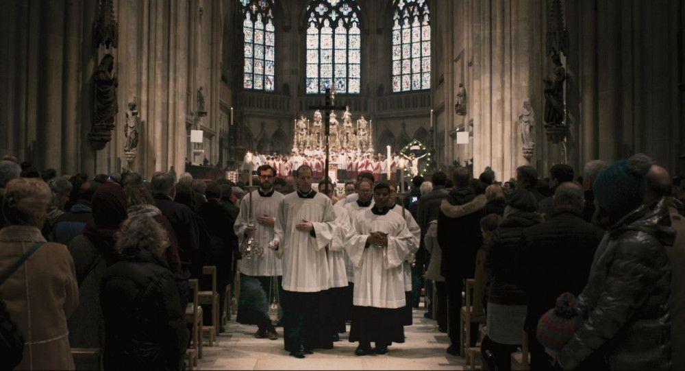 Glanz und Glorie der katholischen Kirche: ein herrliches, festliches Bild aus Gewändern, Gesang und Gebeten, das Joseph Ratzinger immer bewahren wollte.