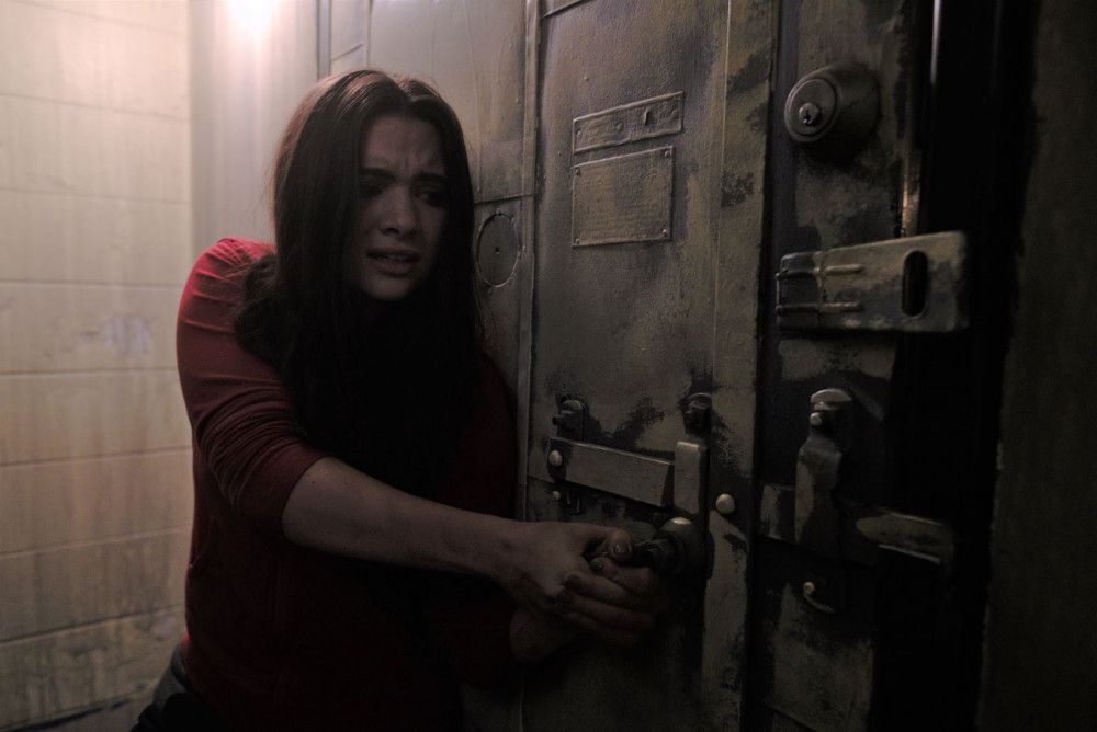 Harper (Katie Stevens) sitzt in der Falle, kämpft aber tapfer ums Überleben.