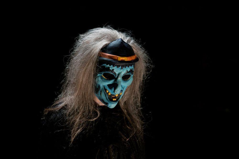 Im Horrorhaus wartet eine Hexe auf ihr nächstes Opfer.