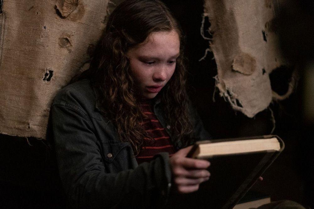 Hätte Stella (Zoe Margaret Colletti) das ominöse Buch besser nicht mitgenommen?