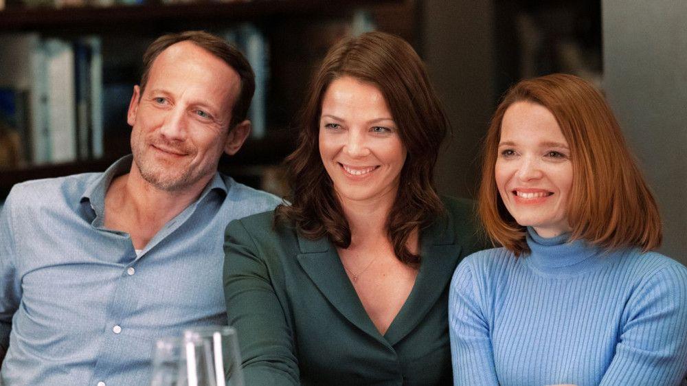 Noch haben Rocco (Wotan Wilke Möhring), Eva (Jessica Schwarz, Mitte) und Carlotta (Karoline Herfurth) Grund zum Lachen.