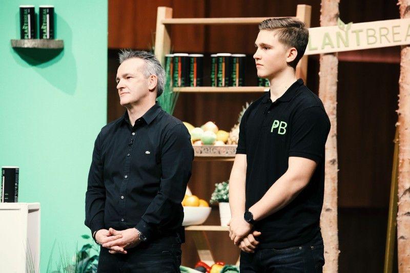 """<b>Folge 9:</b> Max Rongen ist erst 17 Jahre alt und hat seinen Vater mitgebracht. Gemeinsam stellen sie """"Plantbreak"""" vor, eine Backmischung für vegane, kalorienarme Fitnessriegel."""