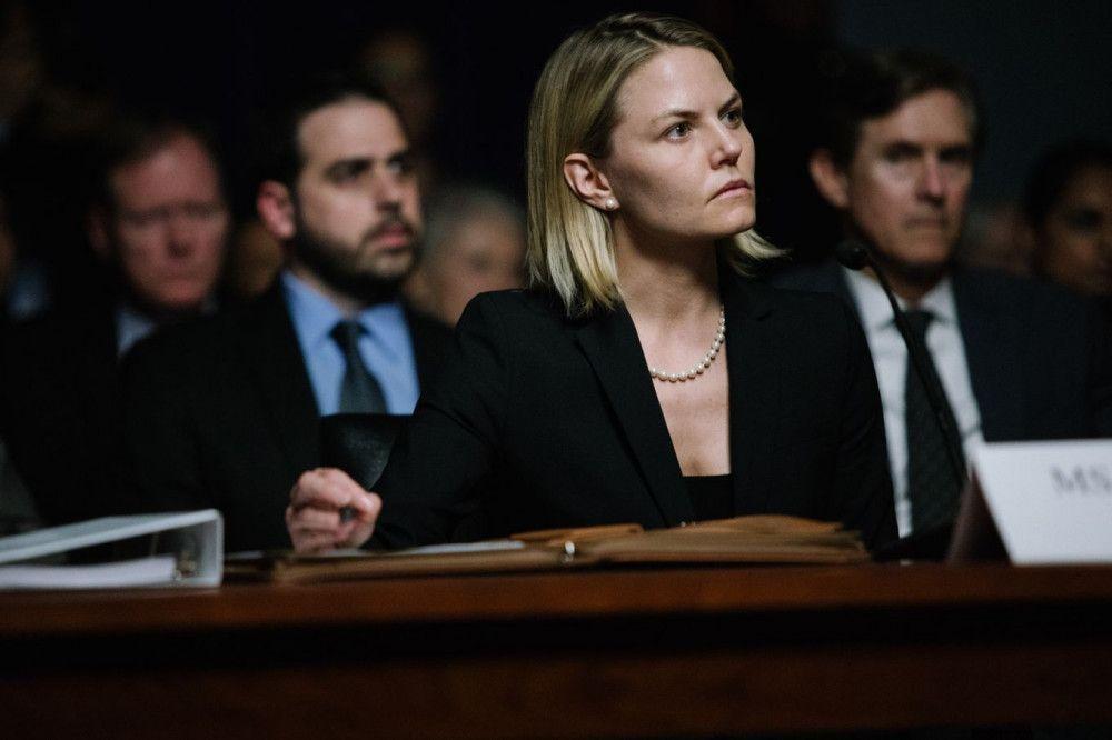 Was hat sie gewusst? Eine CIA-Agentin (Jennifer Morrison) muss vor einem Ausschuss des Senats aussagen.
