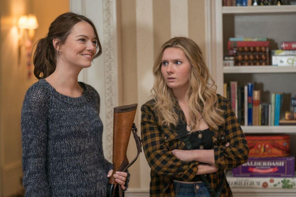 Mit Waffen können die Schwestern Wichita (Emma Stone, links) und Little Rock (Abigail Breslin) bestens umgehen.