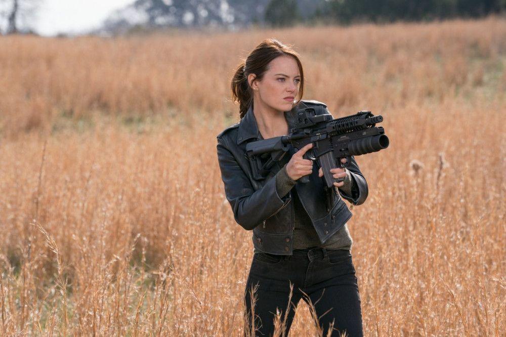 Wenn sich Zombies nähern, kennt Wichita (Emma Stone) kein Pardon.