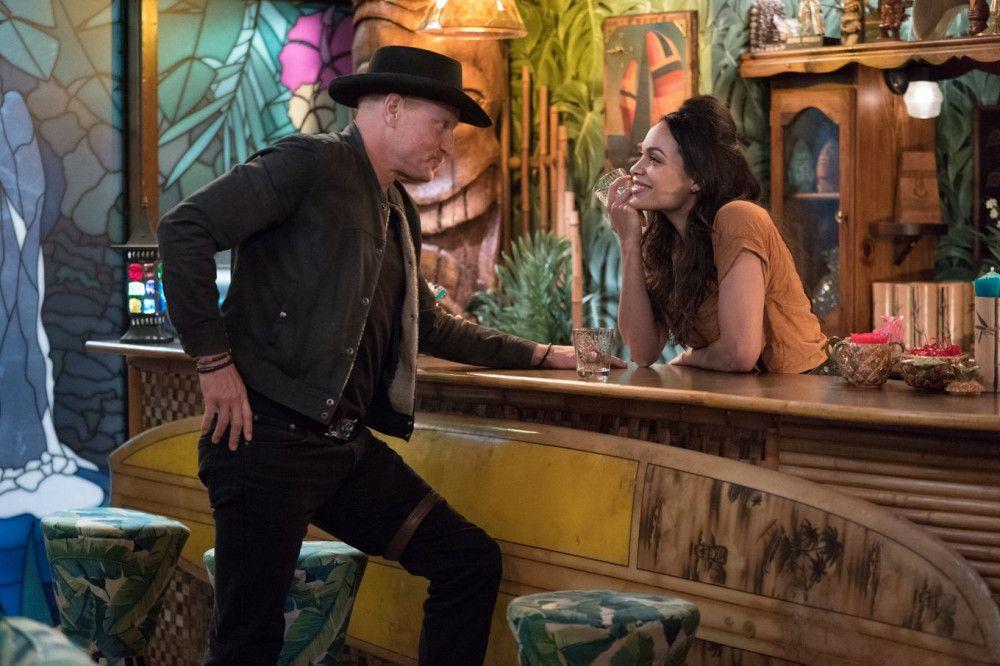 Zwischen Tallahassee (Woody Harrelson) und Nevada (Rosario Dawson) fliegen die Funken.
