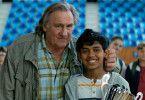 Sylvain (Gérard Depardieu, links) ist mächtig stolz auf seinen Schützling: Fahim (Assad Ahmed) hat gerade die französische Schachmeisterschaft gewonnen.