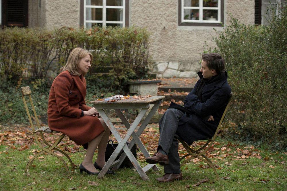 Lara (Corinna Harfouch) und ihr Sohn Viktor (Tom Schilling) haben sich entfremdet.
