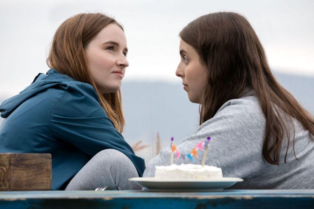 Amy (Kaitlyn Dever) und Molly (Beanie Feldstein) haben einen Plan: endlich mal so richtig Party machen. Nur wie? Und wo?