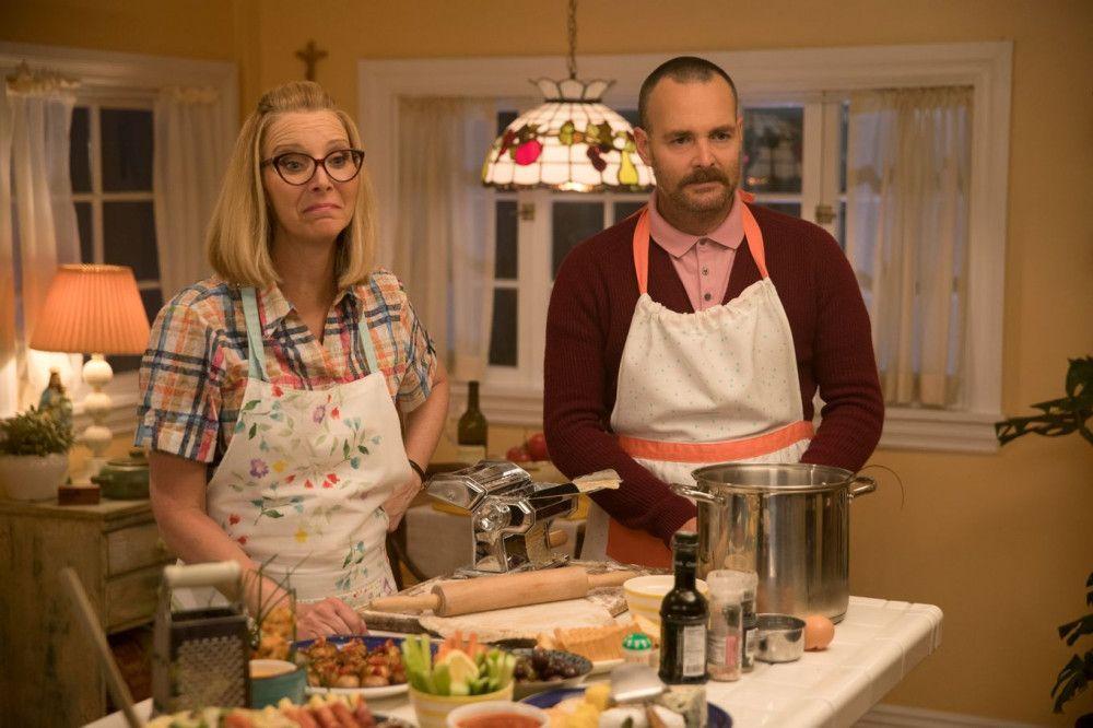 """Lisa Kudrow (""""Friends"""") und Will Forte spielen Amys tolerante und gleichzeitig besorgte Eltern."""