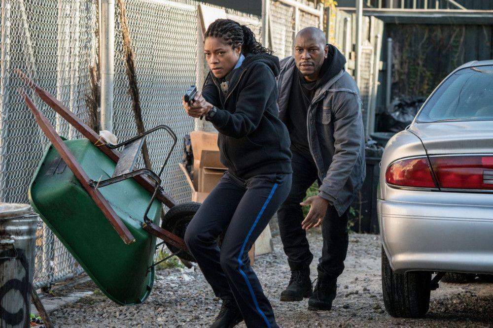 Milo (Tyrese Gibson) hilft Alicia West (Naomie Harris), sich zur Wehr zu setzen.