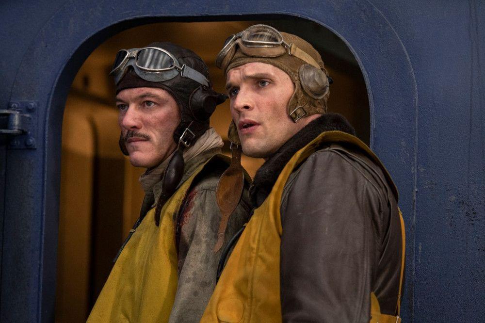 Die beiden US-Navy-Piloten Wade McClusky (Luke Evans, links) und Dick Best (Ed Skrein) sind sich nicht ganz grün, stehen aber in den Lüften ihren Mann.