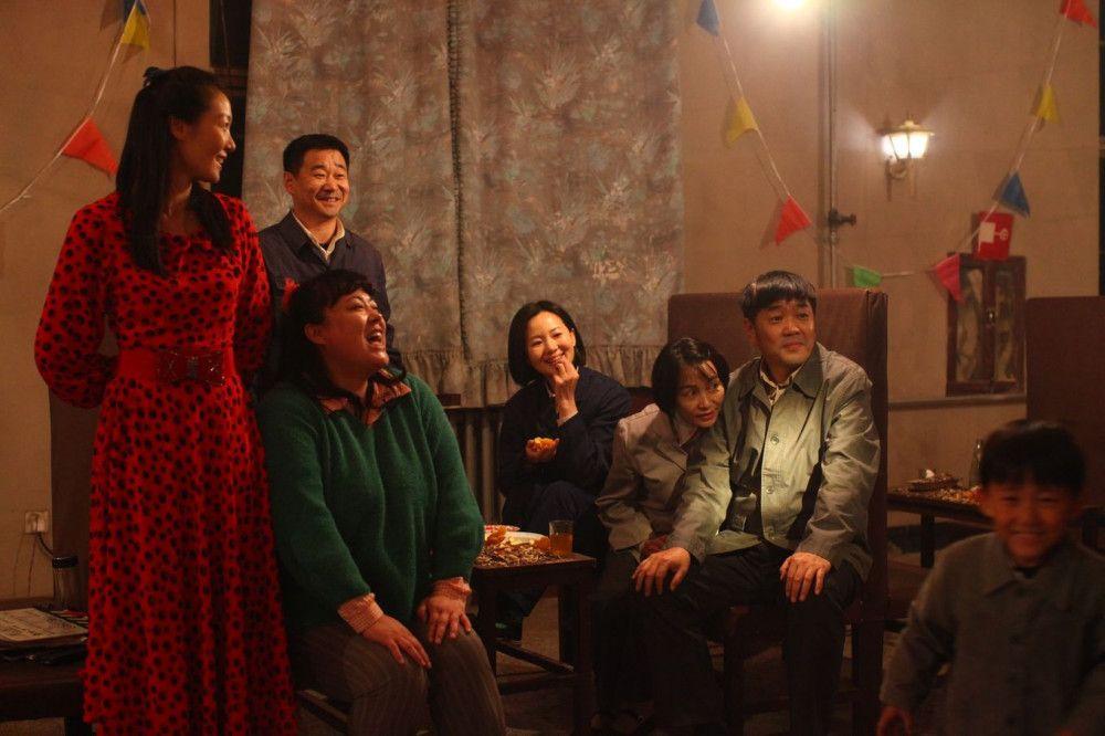 Momente des Glücks: Liu Yaojun (Wang Jingchun, Mitte) und ihre Freunde genießen das Leben im Norden Chinas, trotz all der Härten, die sich ihnen bieten.