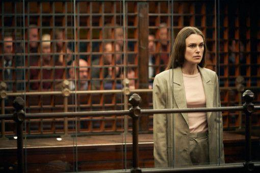 Die Whistleblowerin Katharine Gun (Keira Knightley) ist wegen Geheimnisverrats angeklagt.