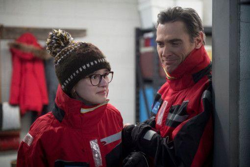 Nachdem Bernadette verschwunden ist, brechen auch Bee (Emma Nelson) und Elgie (Billy Crudup) in die Antarktis auf.