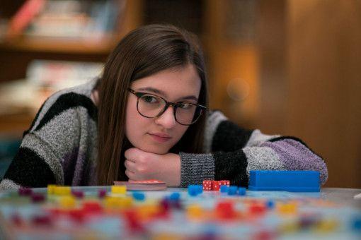 Newcomerin Emma Nelson spielt Bee, die Tochter von Bernadette.